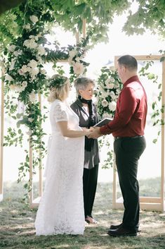 Pop Up Wedding Day ceremony with Cathy Davis Officiants. Flowers by: Bloom & Co Venue: Niagara Oast House Brewers Photo by: Nataschia Wielink Niagara Region, Pop Up, Wedding Day, Bloom, Couples, Wedding Dresses, Flowers, House, Beautiful