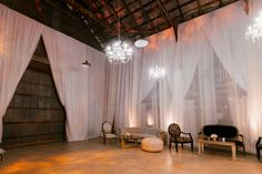 Lounge Vignette / Barn Wedding / Found Rentals / Yvette Roman Photography / Sterling Social / Bliss & Bone