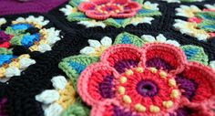 jane crowfoot cal 2016 fridas flowers Ravelry link here http://www.ravelry.com/patterns/library/fridas-flowers-blanket