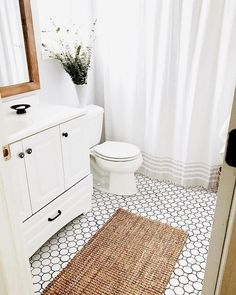65 Small Bathroom Design Inspiration As A Reference For Your Small Bathroom Renovation - Making small renovations into a current bathroom is readily done. Ascertain what you would like to perform and decide the bathroom renovation price also. Best Bathroom Tiles, Bathroom Tile Designs, Bathroom Design Small, Bathroom Interior Design, Bathroom Flooring, Bathroom Vanities, Washroom, Silver Bathroom, Hall Bathroom