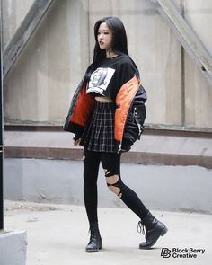 (Loona) Olivia hye my best queen my cutie princess of all ❤ Korean Fashion Trends, Korean Street Fashion, Kpop Fashion, Asian Fashion, Fashion Outfits, 1950s Fashion, Kpop Outfits, Korean Outfits, Cute Outfits