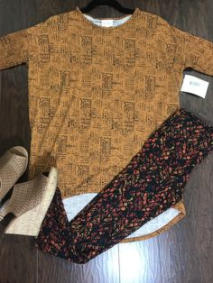 Some fun with light pattern top mixing with a complimentary color legging. Irma and leggings lularoe