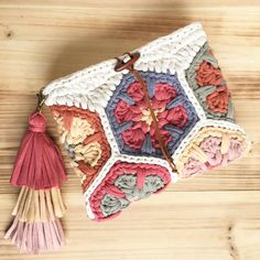 Can you name the car? Crochet Wallet, Diy Crochet And Knitting, Love Crochet, Crochet Motif, Crochet Flowers, Crochet Patterns, Crochet Handbags, Crochet Purses, Diy Bags Purses