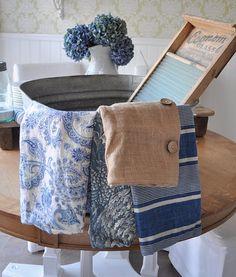 Restoration House: It's laundry day at RH! Love Blue, Blue And White, Old Washboards, Galvanized Wash Tub, What A Nice Day, Restoration House, Wash Tubs, Vintage Laundry, Estilo Retro
