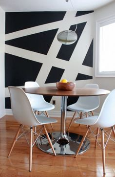Find stylish examples of black accent walls perfect for a wall in your home that is tough to style. Domino shares photos of black accent walls to try in your home. Diy Wand, Black Accent Walls, White Walls, Black Painted Walls, Modern Laundry Rooms, Creative Walls, Wall Murals, Room Decor, House Design