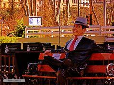 Gardel sentado en Puerto Madero - Buenos Aires