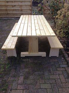 """DIY Garden furniture: Dutch Design by Neo-eko. Johan: """"We wilden graag een buitentafel met losse bankjes. De 'Cadi' is ideaal. De bouwtekening en instructies zijn helder en gedetailleerd. Voor een amateur is het prima te doen...(...) Al en met een leuk project geweest! Het ontwerp is prima. Ben geen bijzonderheden tegengekomen. We hebben gisteren getest. Bankjes zijn stevig, zitten prima. De tafel is stevig en robuust."""""""