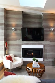 Midori Uchi Home by Naikoon Contracting & Kerschbaumer Design Rammed earth or colored concrete? Rammed Earth Homes, Rammed Earth Wall, Green House Design, Modern House Design, Bio Ethanol, Desk In Living Room, Tv Wall Design, Lamp Design, Eco Friendly House