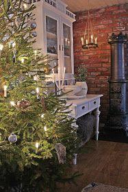 Kjære alle sammen... endelig er det JUL !   Og nå står julehuset klart for å feire julen 2016 . I stuen holdes det i hvit...