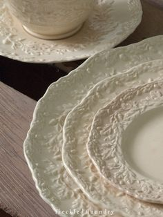 Floral accents on dinnerware