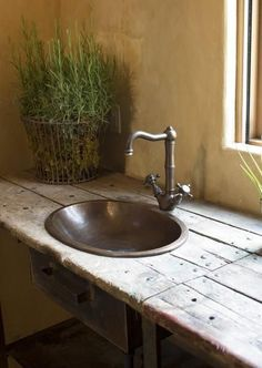 Wood counter with sink Rustic Industrial, Rustic Chic, Rustic Style, Rustic Decor, Primitive Decor, Ideas Baños, Estilo Interior, Primitive Bathrooms, Rustic Cottage