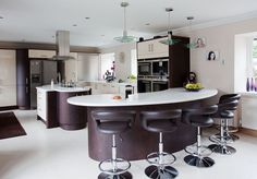 Stunning curved country kitchen