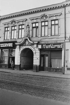 nr. 37, de pe Calea Văcăreşti Bucharest Romania, Barbershop, Memories, Retro, Country, Bucharest, Cousins, Romania, Barber Salon