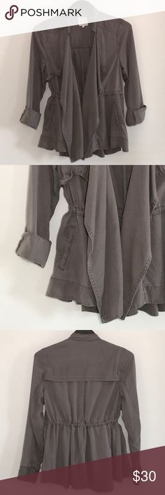 Silence + Noise Kirra Swing Trench Coat Tencel fabric lends to this jacjet's softness & lightweight comfort. Interior cinch waist. Side pockets. Shawl collar. Hunting shoulder flap. Back flap. silence + noise Jackets & Coats Utility Jackets