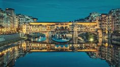 Ponte Vecchio in Florence is one of the most famous bridges in the world! A walk along the Arno River is just one of the things you can do in Florence! Here is a list of 10 things to do