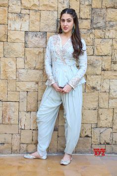Sara Ali Khan For The Promotions Of Kedarnath At Jw Marriott Juhu - Photos Indian Celebrities, Bollywood Celebrities, Bollywood Fashion, Bollywood Actors, Pakistani Dresses, Indian Dresses, Indian Outfits, Look Fashion, Indian Fashion