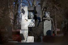 Neizvestny created a monument for the grave of the former Soviet leader Nikita S. Khrushchev at Novodevichy Cemetery in Moscow. Marc Chagall, Kandinsky, Ukraine, Soviet Art, Ny Times, Cemetery, Batman, Superhero, Painters