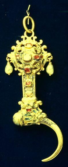 Toothpick/Pomander 1550-1600 Renaissance Gold,rubies,pearls,enamel