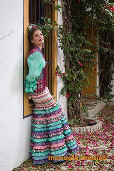 Colección de trajes de flamenca 2015 - Manuela Macías Moda Flamenca Flamenco Costume, Flamenco Dresses, Hippie Style, Hippie Boho, Color Menta, Boho Fashion, Womens Fashion, Love Sewing, Maje
