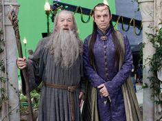 Sir Ian McKellen and Hugo Weaving as Gandalf and Lord Elrond on The Hobbit set Hugo Weaving, The Hobbit Movies, O Hobbit, Ian Mckellen, Fellowship Of The Ring, Lord Of The Rings, Rock & Pop, Jackson, An Unexpected Journey