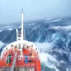My eyes could not believe how this ship survived. I wonder how many were leaning over buckets in misery ---- and fear. Beautiful World, Beautiful Places, Beautiful Pictures, Sailing Videos, Rare Videos, Ocean Waves, Big Waves, North Sea, Extreme Weather