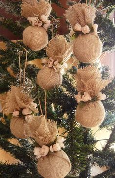 Burlap Christmas Ornaments, Christmas Candle Decorations, Christmas Crafts To Make, Diy Christmas Ornaments, Christmas Art, Rustic Christmas, Natal Country, Candle Making, Christmas Crafts