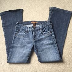 Arden B Jeans Arden B. Size 26. Flare jeans! Gently worn, still in great condition! Feel free to make an offer!! :) Arden B Jeans Flare & Wide Leg