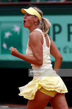 Maria+Sharapova in light yellow tennis dress celebrates at the 2011 French Open Tennis Wear, Sport Tennis, Tennis Dress, Tennis Clothes, Weather Girl Lucy, Mode Tennis, Tennis Uniforms, Foto Sport, Maria Sharapova Hot