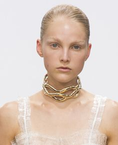 Runway Trends: The choker makes a comeback | Vogue Paris