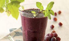 Suco de uva integral com açaí e grãos de chia 200 ml de suco de uva integral orgânico  . 100 g de polpa de açaí congelada  . ½ colher (sopa) de grãos de chia   . Açúcar demerara orgânico a gosto   Modo de preparo Misture todos os ingredientes no liquidificador. Sirva com cubos de gelo.