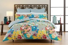 Chocolate bedhead, bright coloured bedspread with aqua colour. Tulienne.