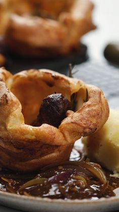 Recipe with video instructions: This mini toad in the hole is the perfect midweek dinner. Sausages and a yorkshire pudding give you the ultimate comforting supper. Toad In The Hole, Sausage Recipes, Pork Recipes, Cooking Recipes, Pasta Recipes, Cooking Tips, Snacks Recipes, Yorkshire Pudding Recipes, How To Eat Yorkshire Pudding