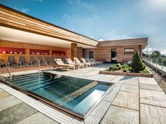 Kaltwasserpool Style At Home, Spa, Mansions, House Styles, Home Decor, Swimming Pool Water, Muscles Of The Body, Air Fresh, Swiming Pool