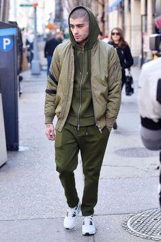 Zayn Malik Delivers Major Street Style Game in This Monochromic Look Estilo Zayn Malik, Zayn Malik Style, Men's Fashion, Fashion Moda, Daily Fashion, Zayn Mallik, Zayn Malik Photos, Men Looks, Most Stylish Men