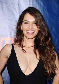 Sarah Shahi Hot PhotoShoot, Sexy Bikini Images - beautiful lifestyle