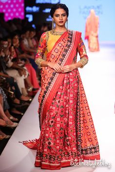 Gaurang Shah Lakmé Fashion Week Winter/Festive Gaurang Shah Collection, Designs, Fashion Shows, Lehengas & Sarees, Pictures and Photos on Bigindianwedding Ethnic Sarees, Indian Sarees, Silk Sarees, Handloom Saree, Blouse Patterns, Saree Blouse Designs, Indian Attire, Indian Wear, Bride Indian