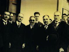 Birbirimize daima gerçeği söyleyeceğiz. Felâket ve saadet getirsin, iyi ve fena olsun, daima gerçekten ayrılmayacağız.  1925 (Atatürk'ün S.D.II, s. 226)