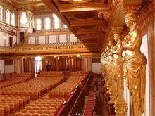 Zlatý sál. Vídeňská filharmonie je považována za jedno z nejlepších hudebních těles na světě. Spolek přátel hudby ( Musikverein ) ve Vídni vznikl v roce 1812.