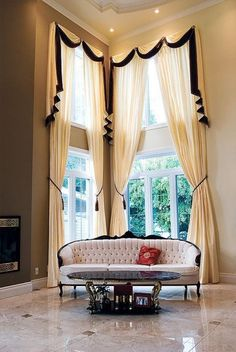 35 Creative ways to Hang Curtains Like a Pro - Bored Ar Hang Curtains Like A Pro, Hanging Curtains, Drapes Curtains, Valances, Window Coverings, Window Treatments, Rideaux Design, Drapery Designs, Curtains Living