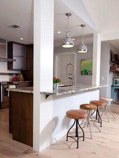 Wonderful 25 Small Kitchen Bar Design Ideas For Your Home Cozinha americana Half Wall Kitchen, Small Kitchen Bar, Kitchen Bar Design, Breakfast Bar Kitchen, Kitchen Living, New Kitchen, Kitchen Decor, Breakfast Bars, Kitchen Modern