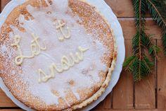 frangipane, afgewerkt met suikerglazuur en letters in witte chocolade Homemade, Desserts, Food, Tailgate Desserts, Deserts, Eten, Postres, Hand Made, Dessert