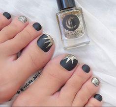 Matte Black Gold Glitter Toe Nail Designs