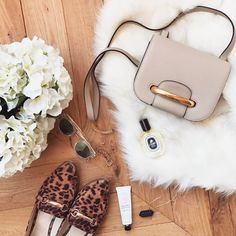 Watch live girls for free @ Freebestcams . Photography Bags, Flat Lay Photography, Fashion Photography, Flatlay Instagram, Long Beach, Photo Pour Instagram, Sommer Make Up, Flat Lay Inspiration, Flat Lay Photos