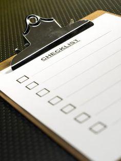 La décision de l'employeur de rompre un contrat de travail à durée indéterminée est précédée d'une procédure de licenciement. La procédure de licenciement implique
