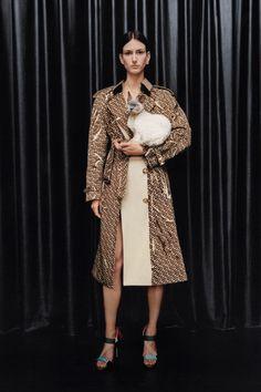 Fashion Brand, Fashion News, High Fashion, Fashion Beauty, Luxury Fashion, Fashion Women, Women's Fashion, Burberry, Vogue Russia