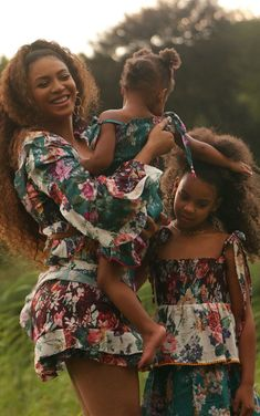 F L A W L E S S Black Girl Magic, Black Girls, Black Women, Beyonce Family, Beyonce Coachella, Beyonce Style, Elisabeth Ii, Family Photo Outfits, Brown Skin Girls