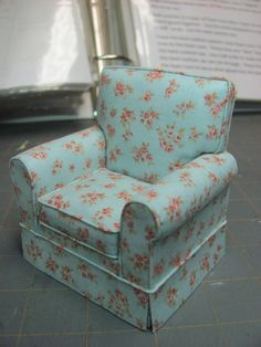 Dollhouse Miniature Furniture - Tutorials | 1 inch minis: Make and upholster a 1 inch scale chair