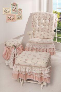 Evinizin en keyifli köşesini oluşturmak için sallanan koltuk takımı çiçekli deseni ile huzurlu bir dinlenme sağlıyor.