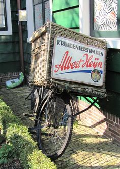 Vintage Albert Heijn bicycle basket in the Netherlands Bicycle Basket, Old Bicycle, Kingdom Of The Netherlands, Going Dutch, Amsterdam Holland, Vintage Bicycles, My Ride, Cool Bikes, Wicker