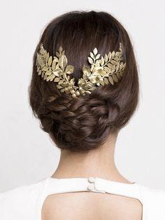 Tocado de novia de hojas doradas
